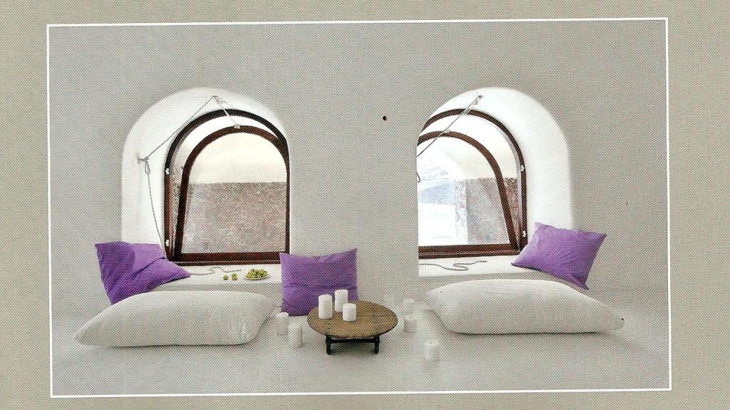 Minimal e chic a santorini marybloom for Arredo bagno minimal chic