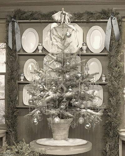 silver-color-christmas-tree-design-photo HOMETRENDDESIGN.jpg