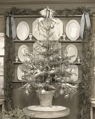 silver-color-christmas-tree-design-photo HOMETRENDDESIGN.jpg